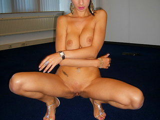 Big-titted amateur bombshell posing totally nude