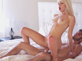 Blonde sex kitten Sierra Nevadah takes a..
